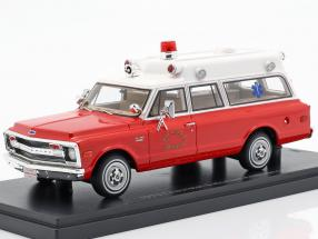 Chevrolet Suburban Ambulance year 1970 red / white 1:43 Neo