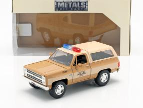 Hopper's Chevy Blazer With Police badge TV series Stranger Things brown / beige 1:24 Jada Toys