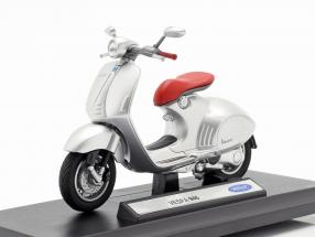 Vespa 946 year 2014 silver / red 1:18 Welly