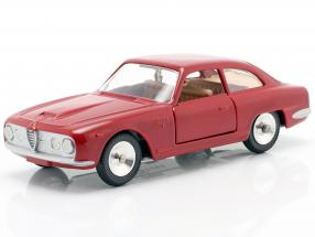 Alfa Romeo 2600 Sprint year 1966 red metallic 1:43 Solido