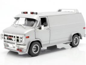 GMC Vandura Custom year 1983 silver metallic 1:18 Greenlight