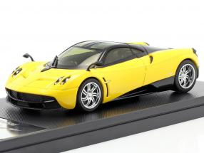 Pagani Huayra Year 2013 yellow / black 1:43 Welly GTA