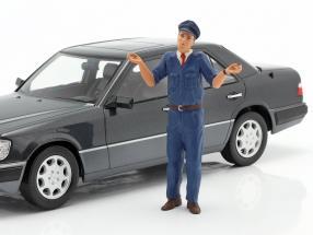 Attendant figure figure manufactory 1:18