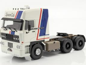 DAF 3300 SpaceCab Truck year 1982 white / blue / red 1:18 Road Kings