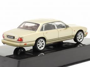 Jaguar XJ8 (X308) Baujahr 1998 gold metallic
