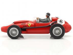 Sitzende Rennfahrer-Figur mit graugrüner Jacke  FigurenManufaktur
