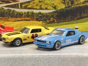 4-Car Set Going to the races: Flatbed Truck with 3 race cars 1:64 HotWheels