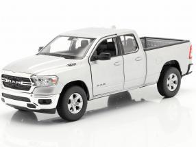 Dodge Ram 1500 year 2019 silver