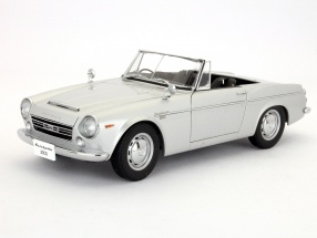 Datsun Fairlady 2000 (SR311) Baujahr 1967 silber 1:18 AUTOart
