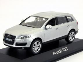 Audi Q7 silber 1:43 Schuco