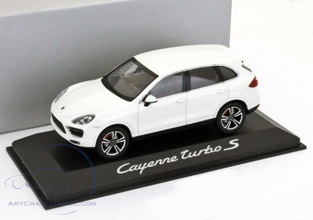 Porsche Cayenne Turbo S white