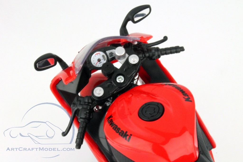 Kawasaki Ninja ZX-6R red