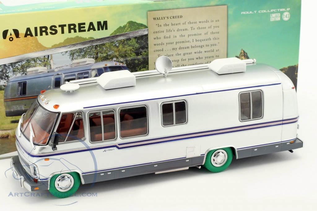 Airstream Excella 280 Turbo Motorhome year 1981 silver / green tire