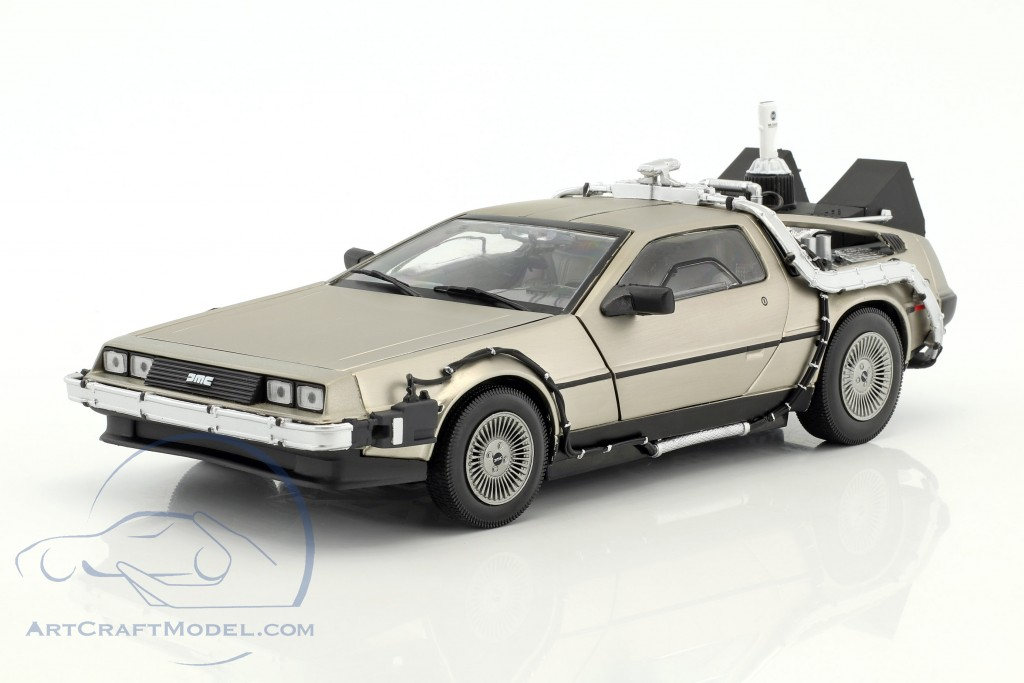 DeLorean DMC-12 Back in the future part 2  SunStar