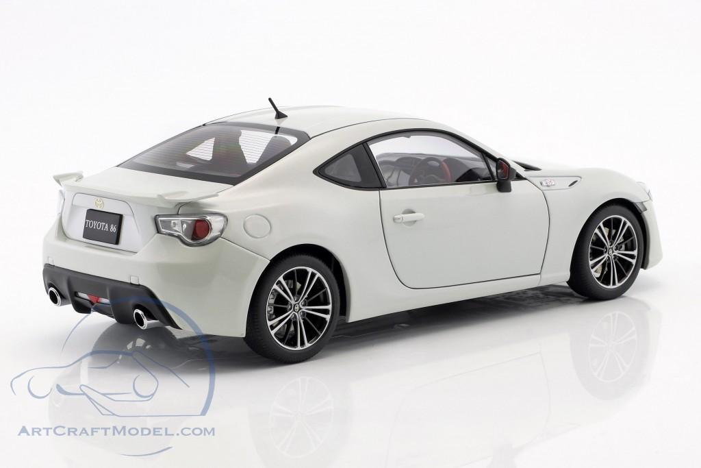 Toyota 86 GT RHD year 2012 white
