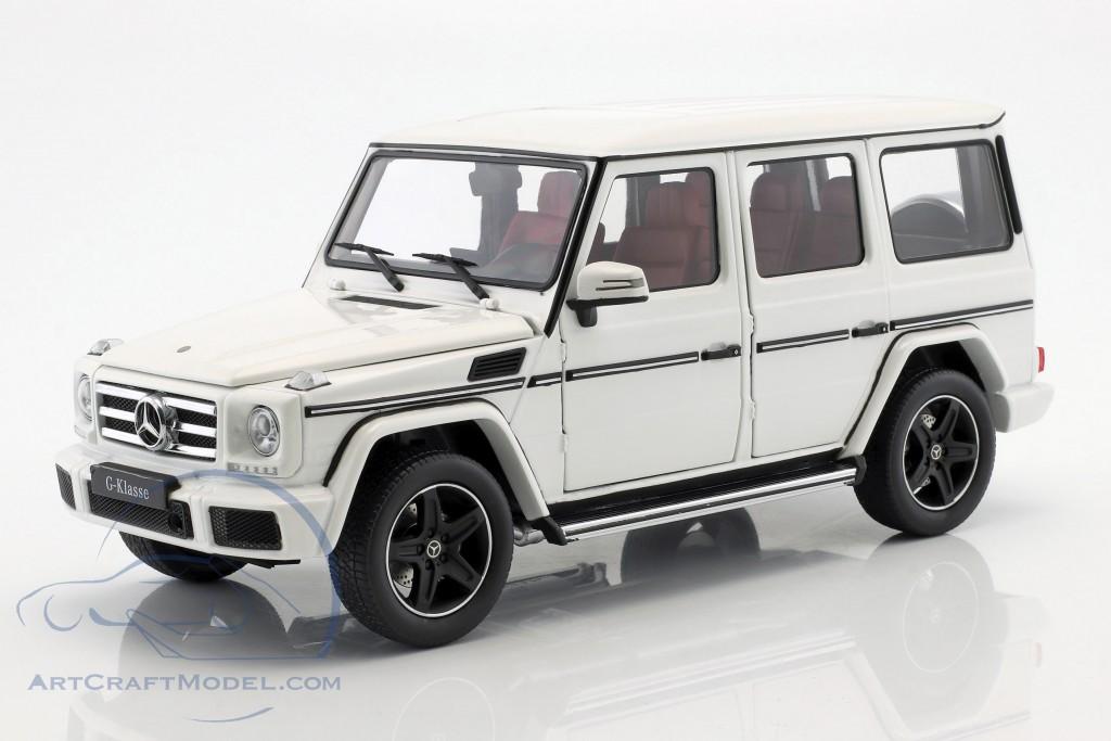 Mercedes-Benz A-Klasse Limousine 1:43 polarweiß