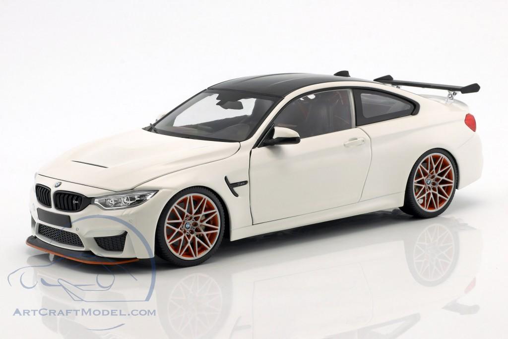BMW M4 GTS Baujahr 2016 weiß mit orangefarbenen Felgen