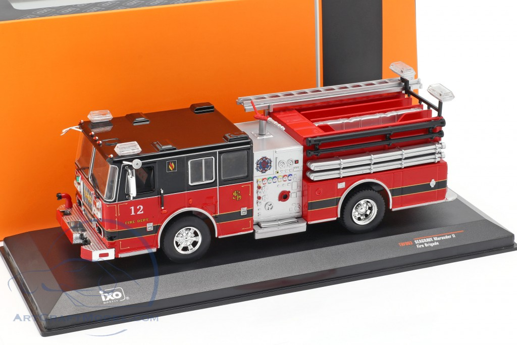 Seagrave Marauder II fire Department red / black
