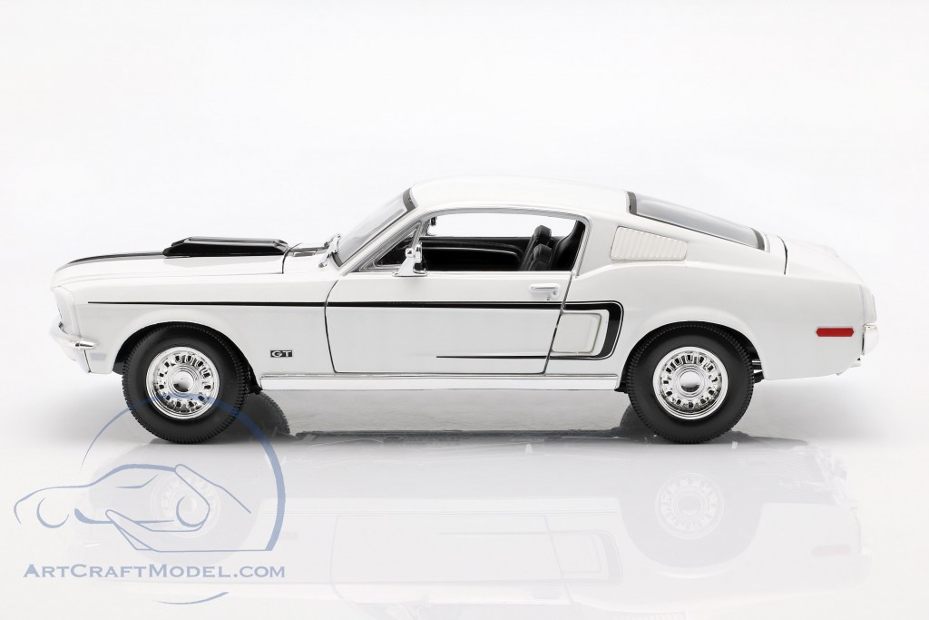 Ford Mustang GT Cobra Jet Year 1968 white
