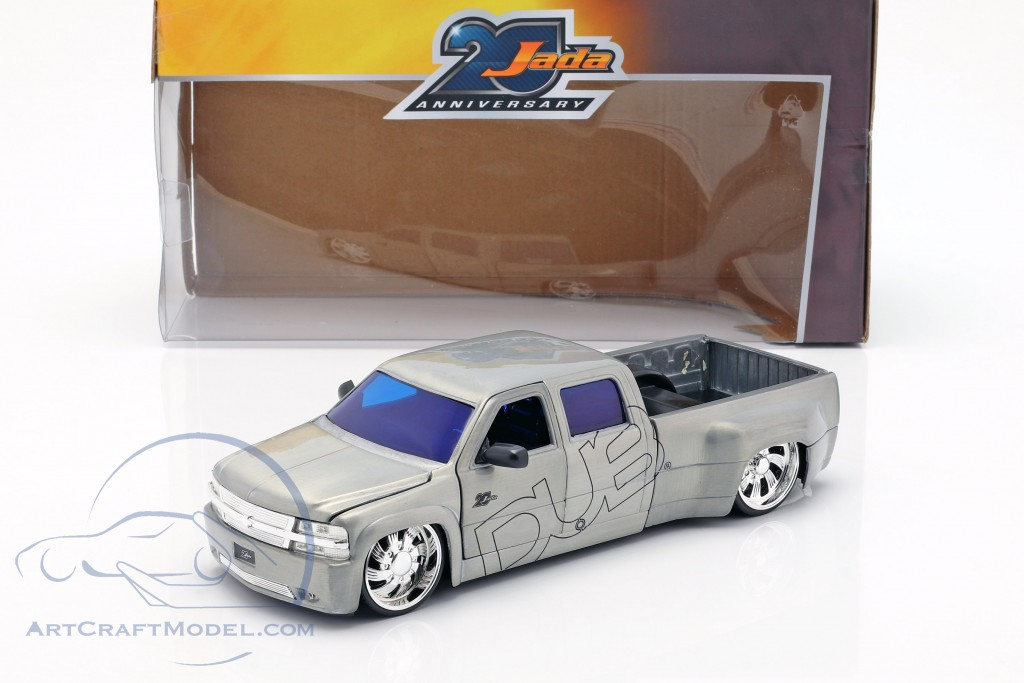 Chevy Silverado Dooley Pick-Up year 1999 silver 1:2