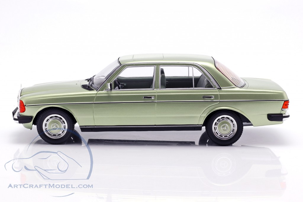 Mercedes-Benz 280E (W123) year 1977 light green metallic