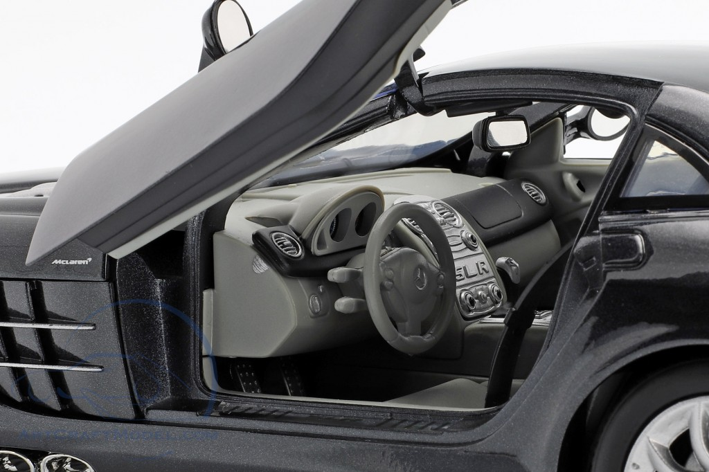 Mercedes-Benz SLR McLaren year 2005 black