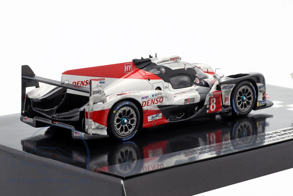 Toyota TS050 Hybrid #8 Winner 24h LeMans 2018 with figure