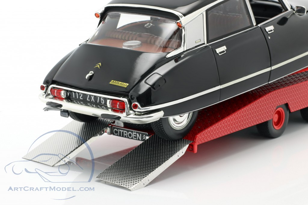 Citroen DS Tissier Car transporter year 1970 red