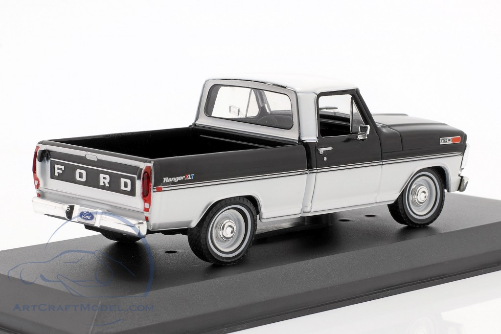 Ford F-100 Pick-Up year 1970 black / white