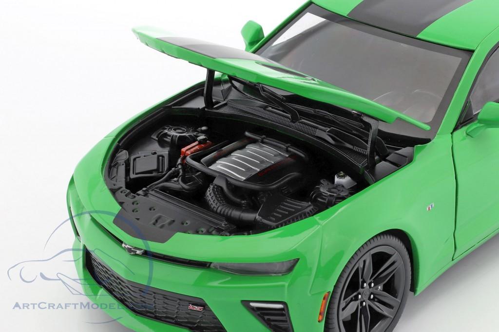 Chevrolet Camaro SS year 2017 green / black  AutoWorld