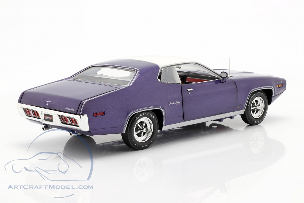 Plymouth Satellite Sebring Plus year 1971 violet metallic / White