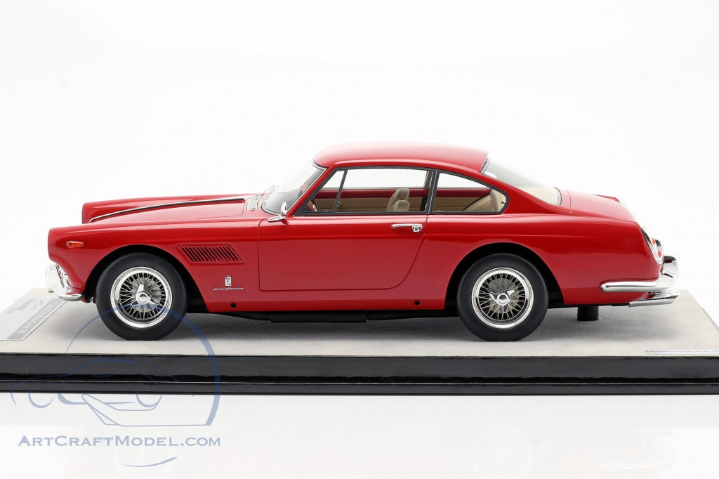 Ferrari 250 GTE 2+2 year 1962 corsa red