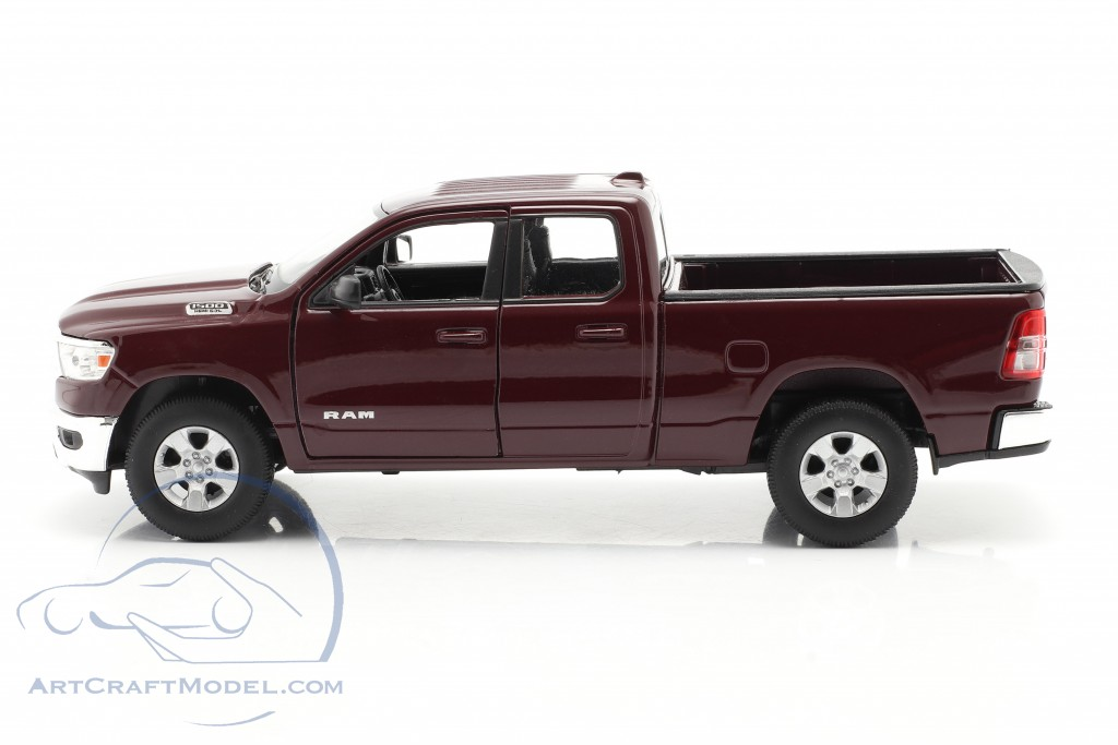 Dodge Ram 1500 year 2019 dark red-brown