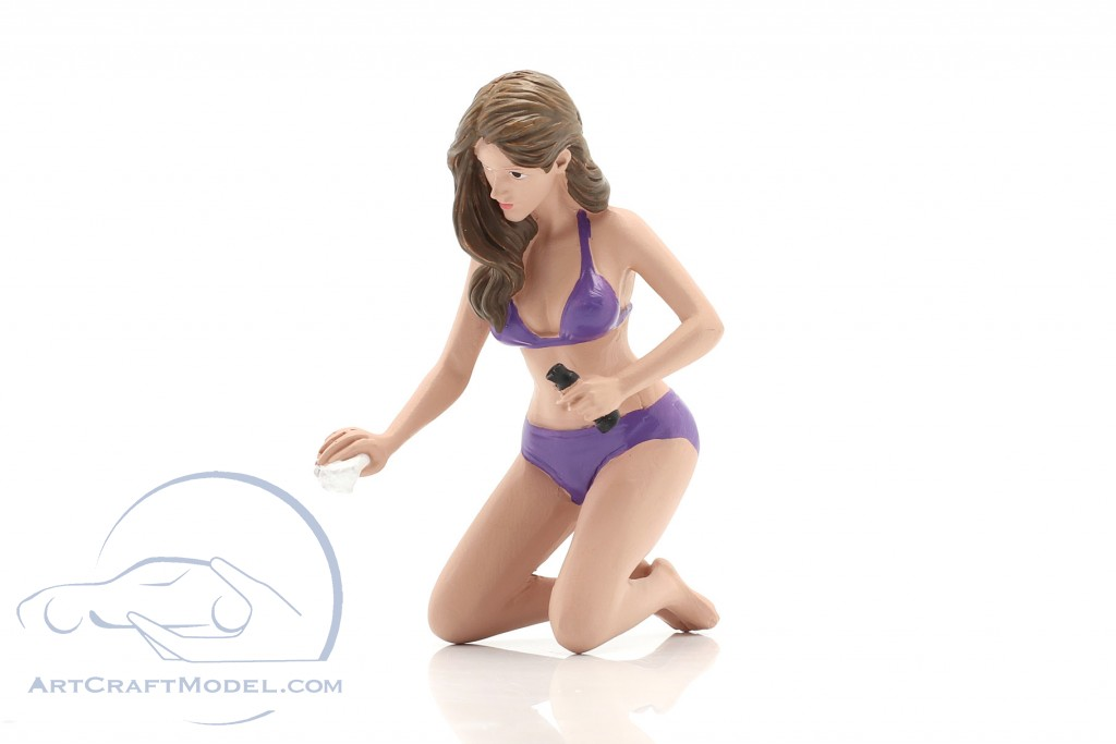 Bikini Car Wash Girl Alisa figure
