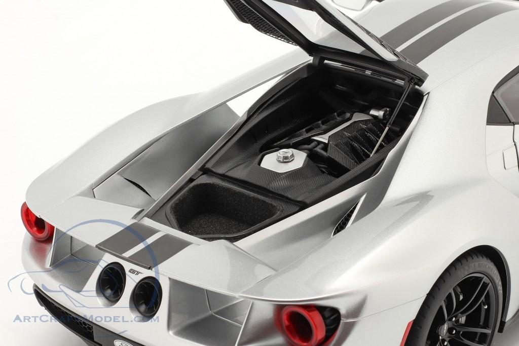 Ford GT year 2017 silver / black