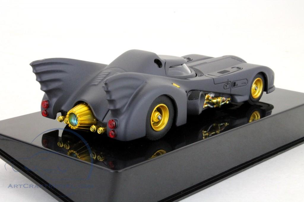Batmobile DC Comics grau metallic mit blauen Rädern 1:64 HotWheels
